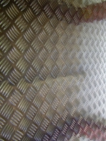 Protiskluzové (slzičkové) plechy